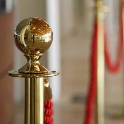 Cordone intrecciato 2 mt. colore Rosso con morsetti finitura colore gold.