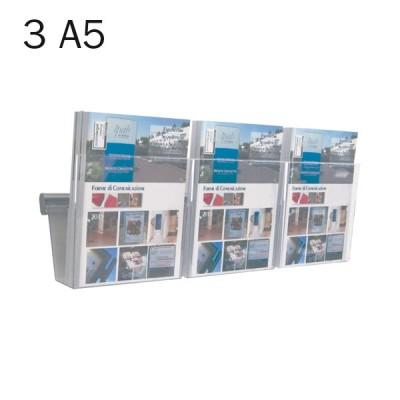 Portadepliant in plexi da muro con barra cm. 50 e 3 vaschette formato A5