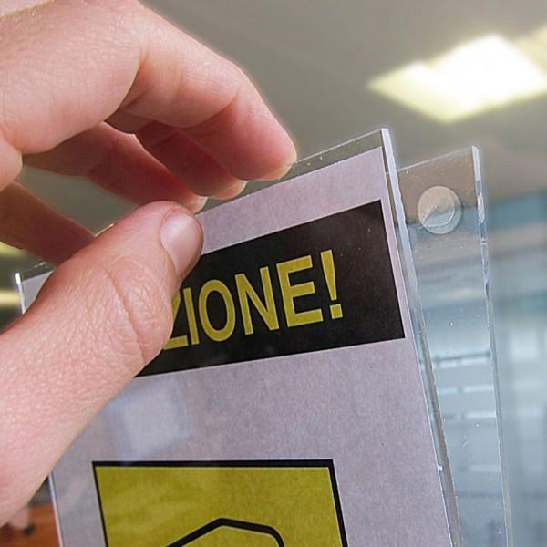 Porta avviso A4 verticale trasparente con apertura a V