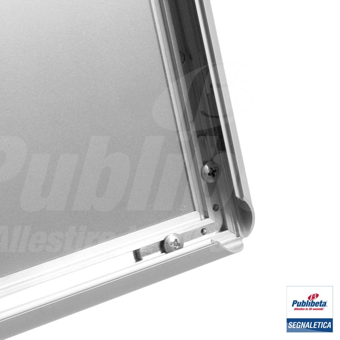 Cornici a scatto da parete con angolo a vertice. profilo in alluminio da 25 mm.