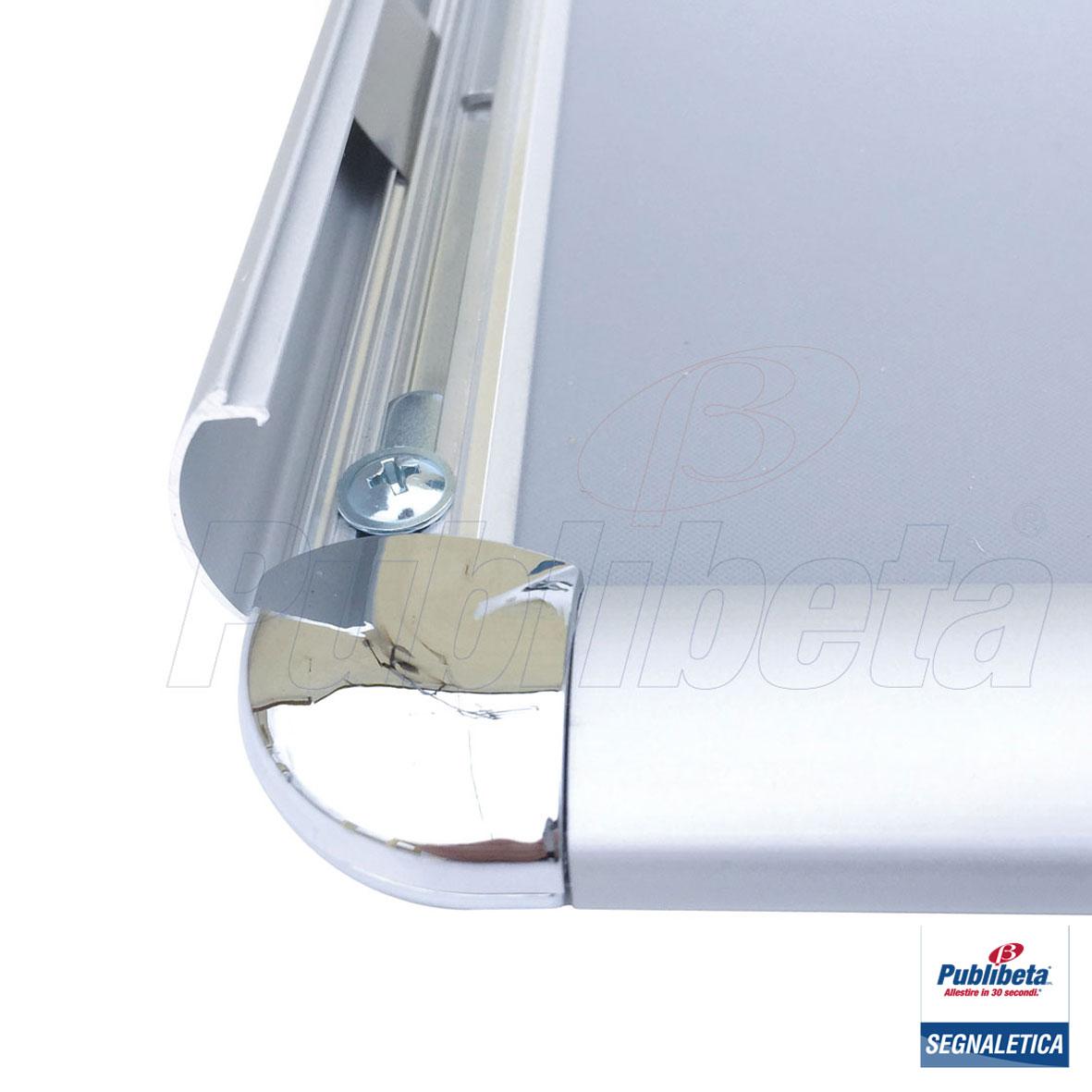Cornice a scatto da parete con angolo tondo, e profilo di alluminio 25 mm.