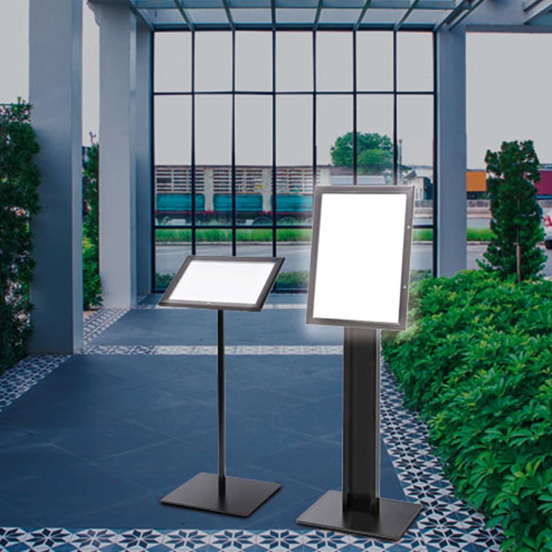 Bacheche luminose illuminate a led, con vetro temperato certificato. Disponibili anche per esterno resistenti all'acqua ed agenti atmosferici.