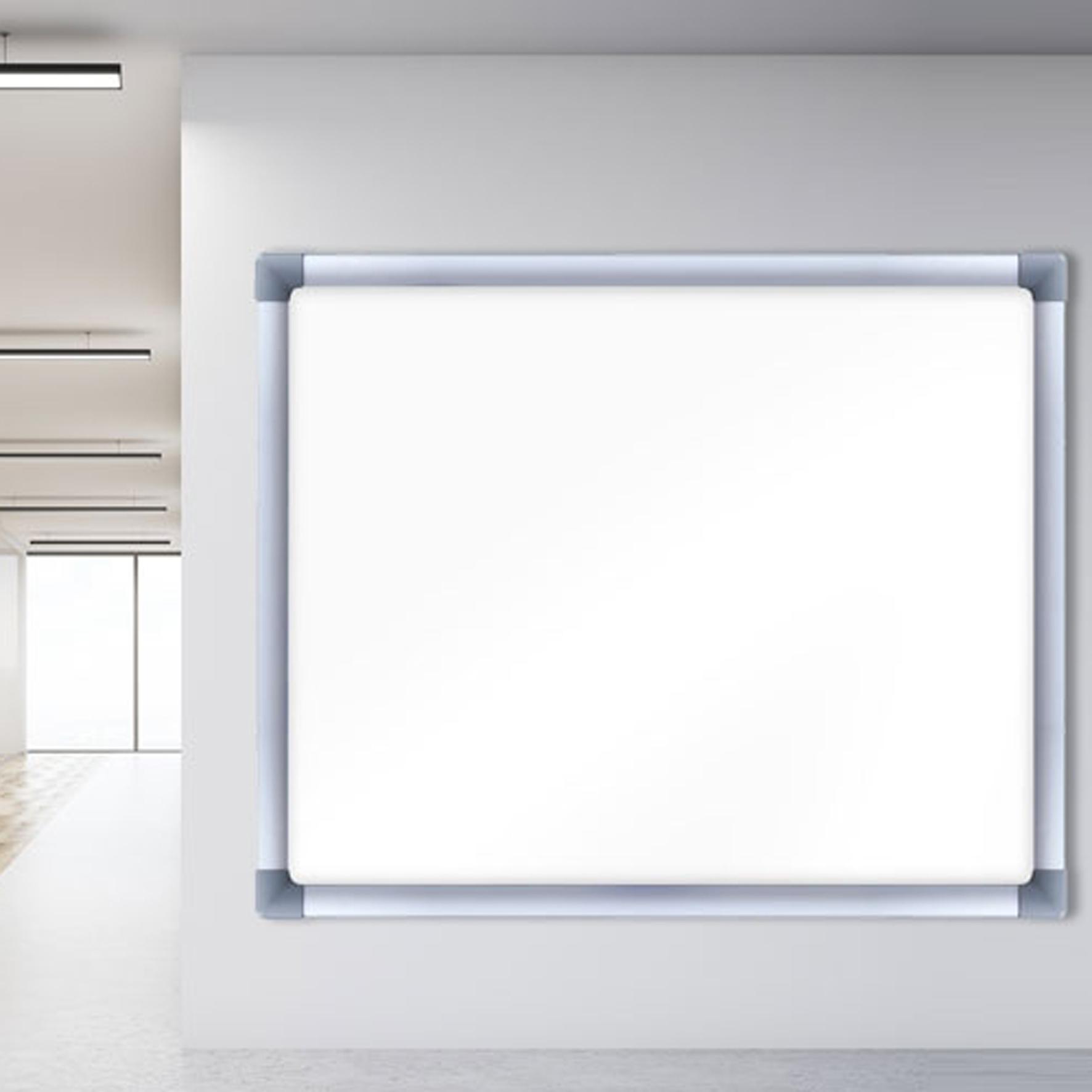 Bacheche a muro scrivibili, con cornice in alluminio. Fondo magnetico e scrivibili con pennarelli a secco.